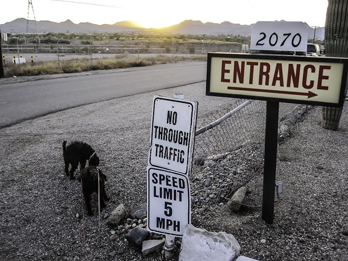 Eingang Tra-Tel RV Park Tucson Arizona