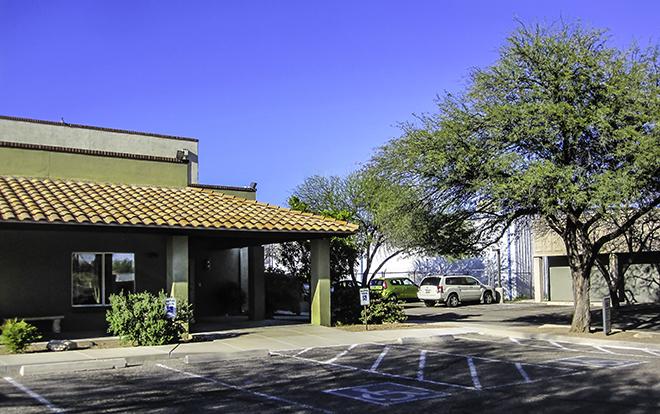 Faya im Hospital in Tucson, AZ